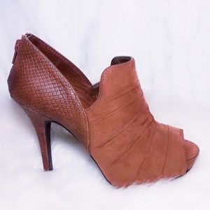 $98 Cognac Camel Brown Ferglish Heels Booties 7